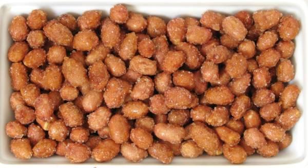 cacahuetes con miel en bandeja