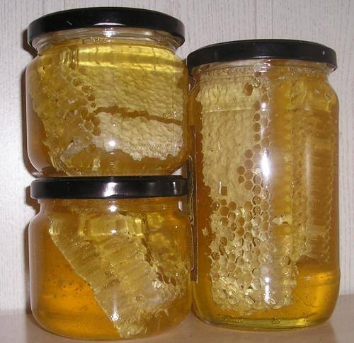 envases de vidrio con miel calorías