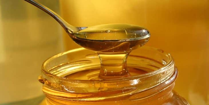 la miel engorda cucharada