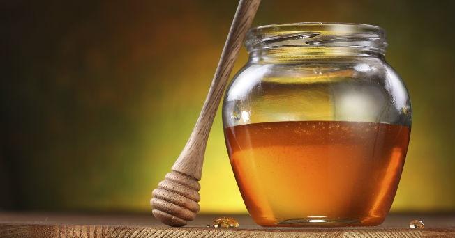 la miel no estriñe la combate