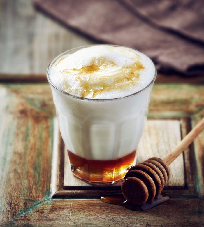 leche caliente con miel para la salud