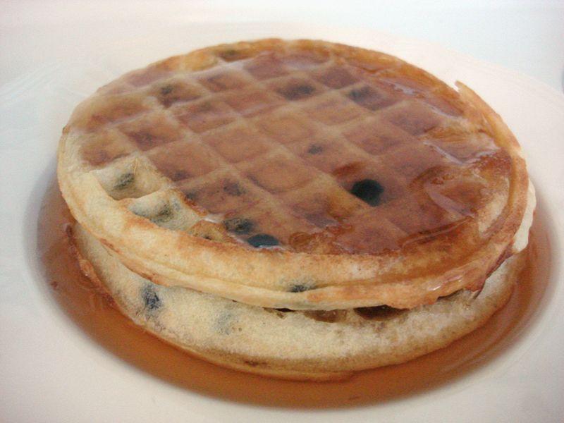miel de maple con pancakes