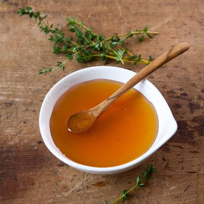 miel de tomillo en taza