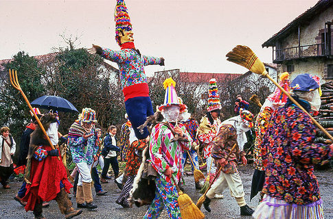 miel otxin en el carnaval de lantz navarra