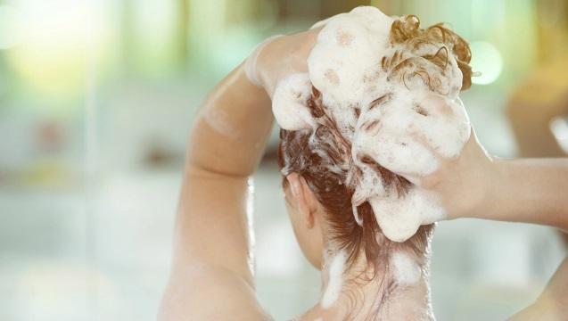 lavado de pelo con miel