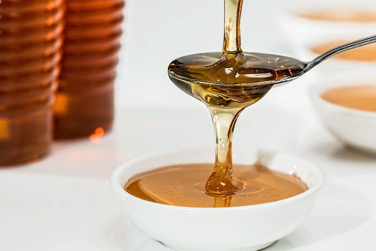 remedios con miel cucharada