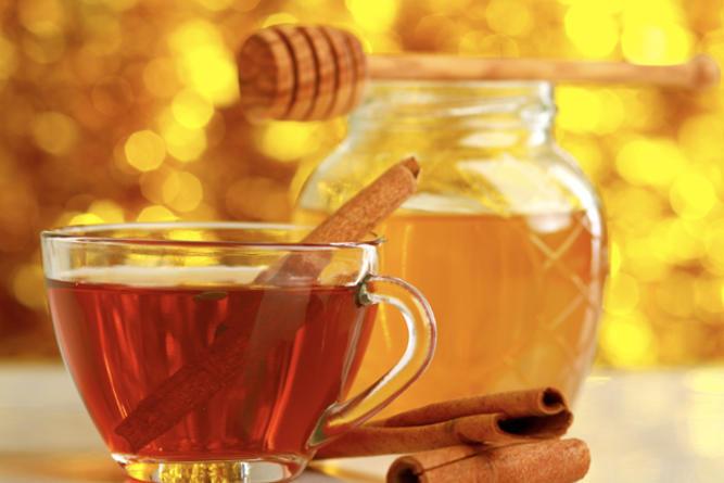 canela y miel en envases