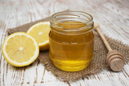 la miel y el limón son saludables