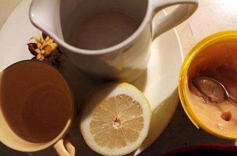 elaborar remedio con miel y limón
