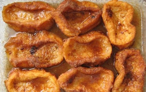 aspecto jugoso de las torrijas con miel